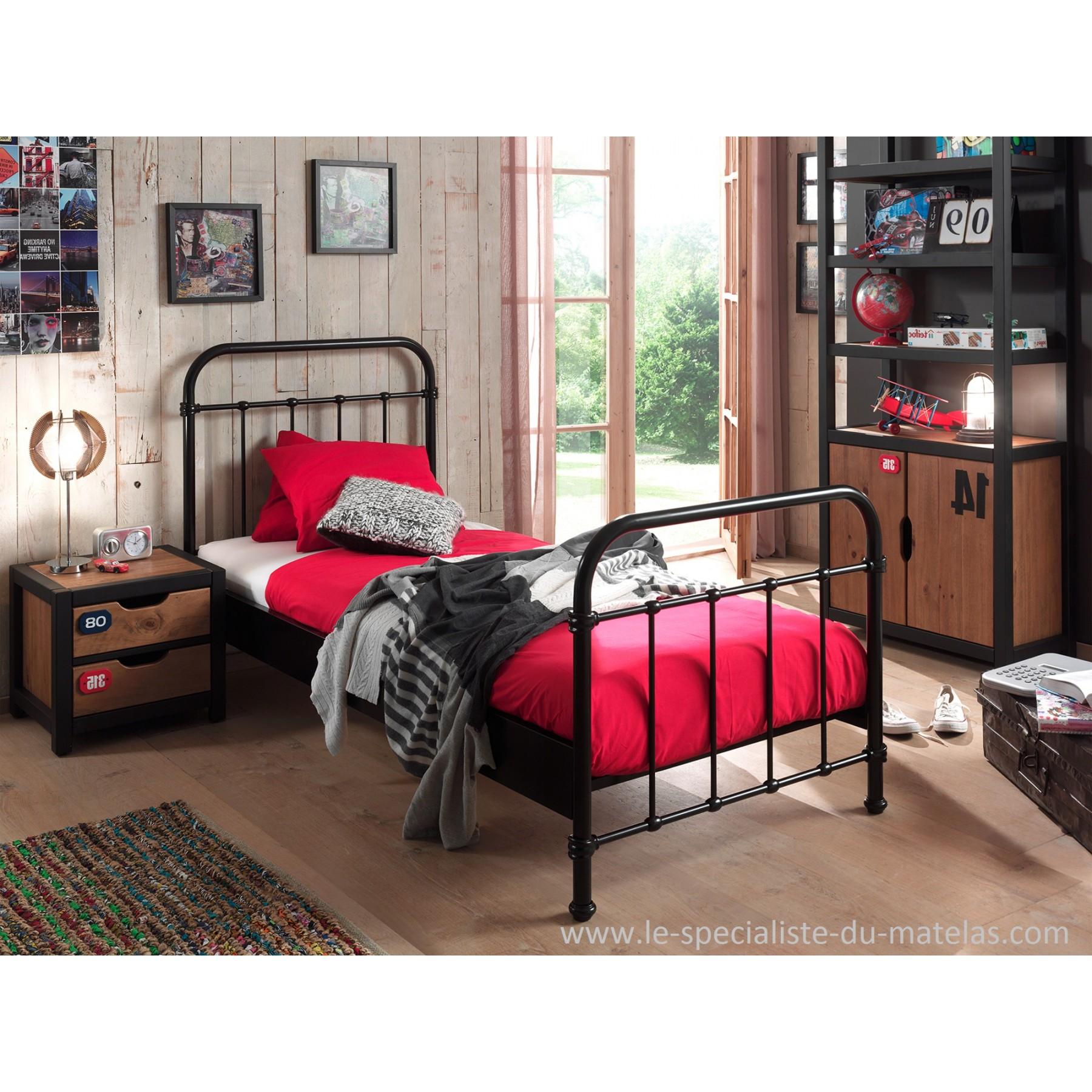 lit en fer laqu. Black Bedroom Furniture Sets. Home Design Ideas